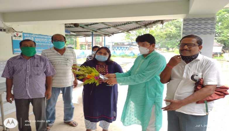 TMC MLA Bimalendu Singha Roy felicitates doctors by his own book 'Madanmohon Tarkalankar' on Doctors' Day