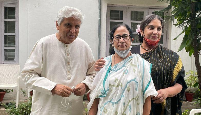 Mamata meets Nitin Gadkari on NH-34 issue, asks Javed Akhtar to compose song on 'Khela Hobe'