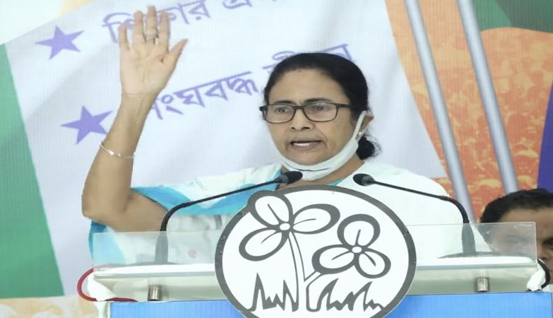 Mamata sounds clarion call for students' outreach