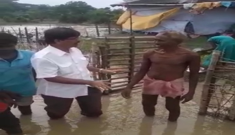 Flood situation remains critical in West and East Midnapore, CPM leader Tapas Sinha visits Narayangarh block
