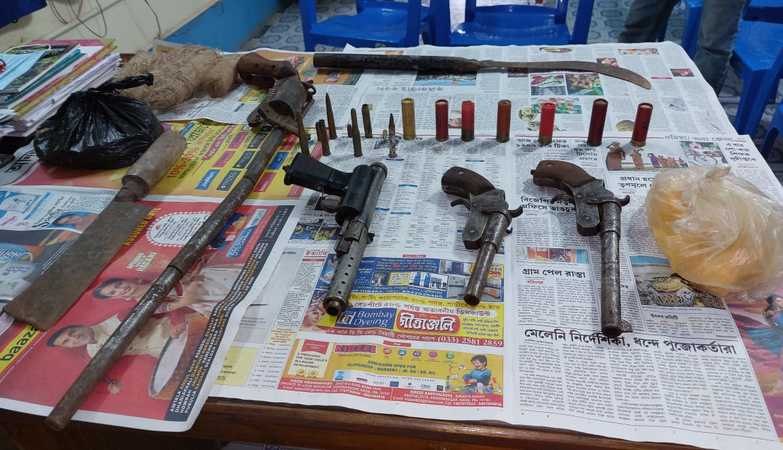 Man arrested with 2 kg explosives, 12 rounds ammunition and 4 pistols in Chapra